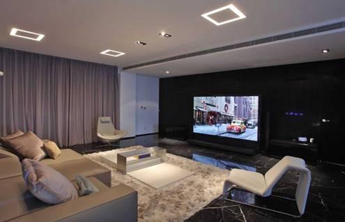 Tấm thảm trải sàn với màu sắc này nổi bật giúp cho không gian khu vực bàn tiếp khách trở nên ấm cúng hơn.