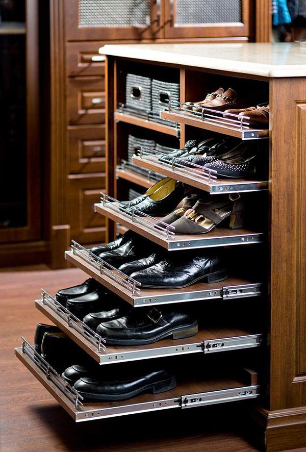 Những chiếc ngăn kéo di động thế này cũng là nơi bảo quản giày dép rất hiệu quả và kín đáo.