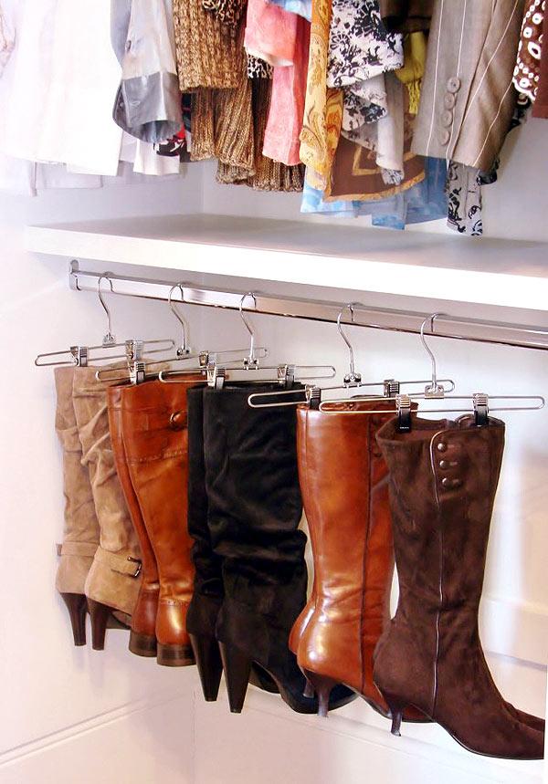 Với những đôi bốt cần giữ dáng thì những chiếc móc kẹp là lựa chọn lý tưởng để bảo quản tốt nhất.