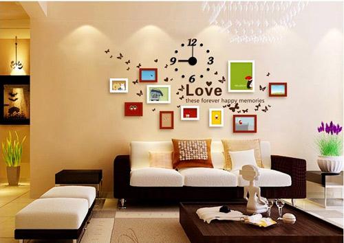 Bộ khung hình treo tường không những giúp trang trí cho tường nhà đẹp và phong cách hơn, mà còn giúp lưu lại những hình ảnh đẹp của gia đình và người thân.