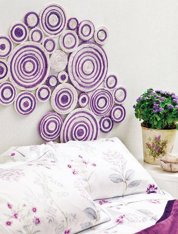 Bạn cũng có thể tận dụng nguồn nguyên liệu là giấy báo, bạn chỉ cần cắt, cuộn, tô màu đơn giản là có thể tạo thành bức tranh độc đáo trang trí cho khoảng tường trống trong nhà bạn thật bắt mắt.