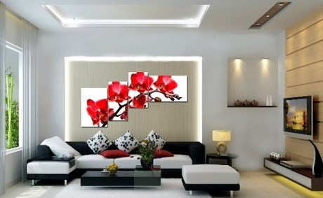 Treo tranh vẽ giúp căn phòng sống động và tươi sáng hơn.
