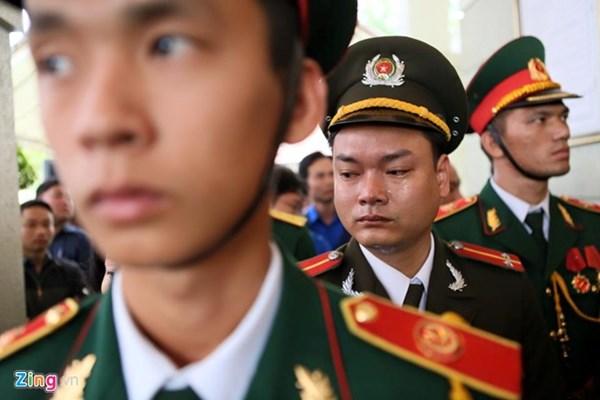 Chiến sĩ trẻ khóc thương người lãnh đạo tận tâm vì dân, vì nước