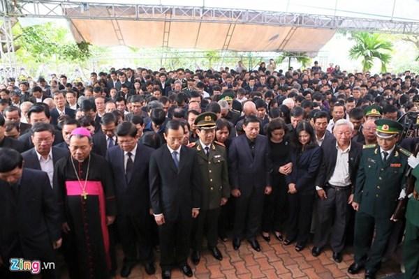 Rất đông lãnh đạo cùng người dân đến dự lễ truy điệu