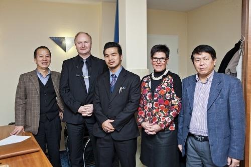 Ông Mai Vũ Minh cùng lãnh đạo Công ty SAPA Thale