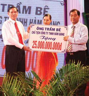 Bên cạnh hoạt động kinh doanh, ông Trầm Bê còn nổi tiếng với hoạt động từ thiện