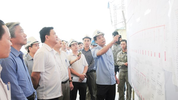 Tổng GĐ Cienco 1 Cấn Hồng Lai báo cáo lãnh đạo Bộ GTVT tiến độ dự án cầu Nguyệt Viên (Thanh Hóa).