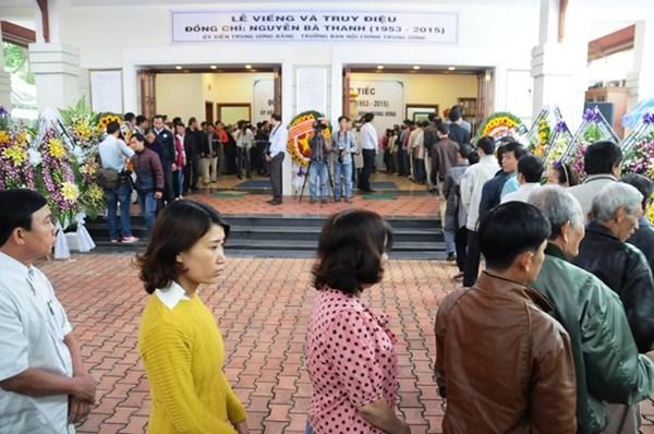 Người dân đến viếng ông Nguyễn Bá Thanh