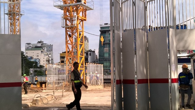 Dự án The One được khởi động từ năm 2008, tuy nhiên do vướng khâu đền bù và tái định cự, hiện dự án đang trong giai đoạn thi công tầng hầm. Dự kiến đến gần cuối năm 2016, giai đoạn này sẽ hoàn thành và chủ đầu tư bắt đầu thi công phần cao tầng.