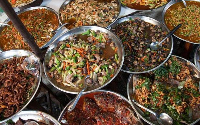 <b></div><div></div></div><p> </p>10. Bangkok, Thái Lan</b><p>Những âm thanh của việc nấu nướng phát ra trong các nhà bếp ở Bangkok giống như một bản nhạc đặc trưng của thành phố này. Tiếp đó, mùi thơm ngào ngạt của các gia vị  như ớt, xả, riềng... kích thích các giác quan của thực khách.