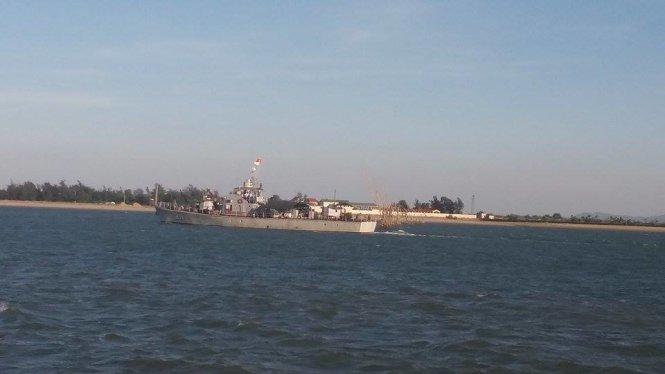 Tàu 211 xuất bến - Ảnh: Hồ Văn