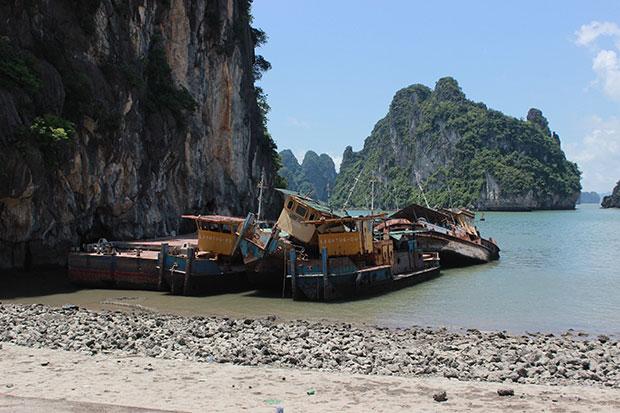 9 con tàu và 3 sà lan nằm bất động 6 năm nay tại vịnh Hạ Long