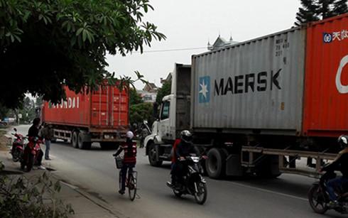 Sau ngày 20/4, xe tải đi vào tỉnh lộ 391 (Hải Dương) trong giờ cấm sẽ bị xử lý theo quy định của pháp luật. (Ảnh: Dân trí)