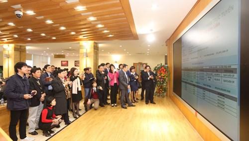 """Cơn """"địa chấn"""" chứng khoán Trung Quốc đã ảnh hưởng đến thị trường chứng khoán Việt Nam. Nhà đầu tư chứng khoán đang trải qua những ngày lo lắng. Ảnh: Như Ý."""