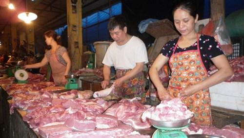 An toàn thực phẩm là vấn đề quan tâm hàng đầu của người tiêu dùng. Ảnh: Nam Khánh.