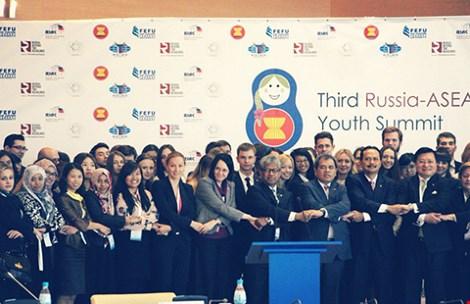 """Công dân ASEAN có cơ hội làm việc trong môi trường tốt hơn, thu nhập cao hơn. Nhưng nó sẽ trở thành thách thức đối với những ai không đủ tiêu chuẩn """"công dân ASEAN"""". Ảnh: MUNRFE"""