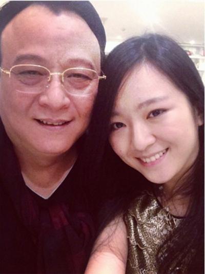 Bức ảnh chụp cùng bố được Anh Sa chia sẻ trên trang cá nhân với status rất tình cảm: Daddy