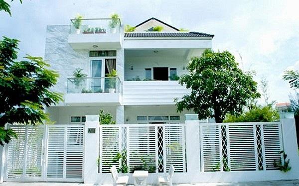 Mặt tiền căn biệt thự theo phong cách châu Âu của MC nổi tiếng Quyền Linh.