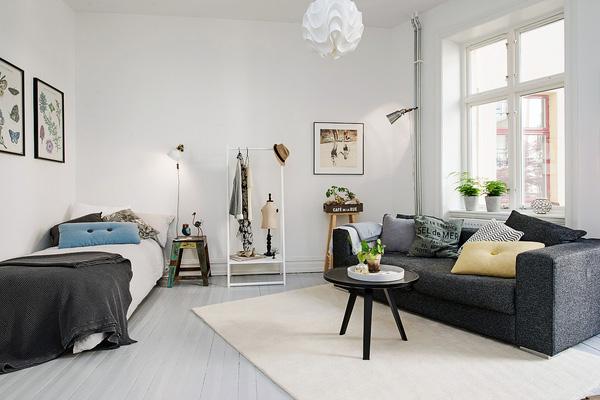 Không gian căn hộ ấn tượng với sự tương phản của màu sắc nội thất.