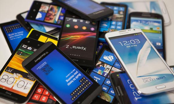 Những viên pin điện thoại thông minh từ đâu mà có?
