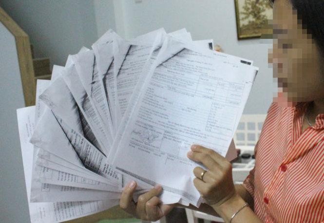 Các chứng từ giao dịch chuyển tiền từ ngân sách huyện Phước Long đến tài khoản các lãnh đạo và người nhà lãnh đạo của huyện Phước Long - Ảnh: T.Trình