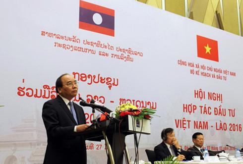 Phó Thủ tướng Nguyễn Xuân Phúc phát biểu chỉ đạo hội nghị hợp tác đầu tư Việt Nam - Lào lần thứ 2 năm 2016.