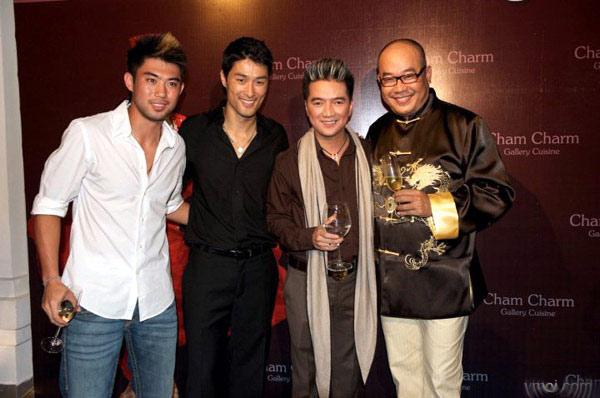 Ông Khải chụp cùng Lee Nguyễn, Johnny Trí Nguyễn và ca sỹ Đàm Vĩnh Hưng trong một sự kiện