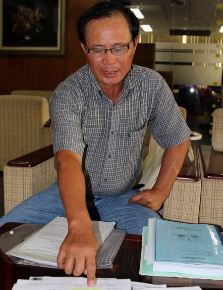 Ông Tấn đang trình bày vụ việc - Ảnh: G.Minh