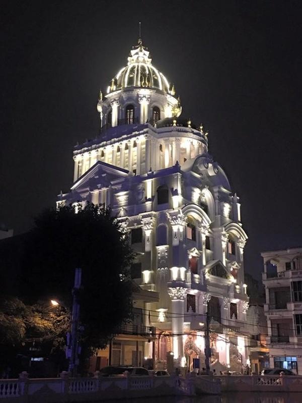 Tòa nhà được xây dựng từ năm 2012