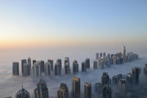 Và bây giờ, những tòa nhà cao tầng ẩn hiện trong màn mây.
