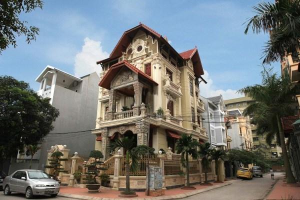 Ngôi biệt thự sở hữu 2 mặt tiền được xây dựng theo lối kiến trúc Pháp của đại gia Mỹ Đình (Ảnh Một thế giới).