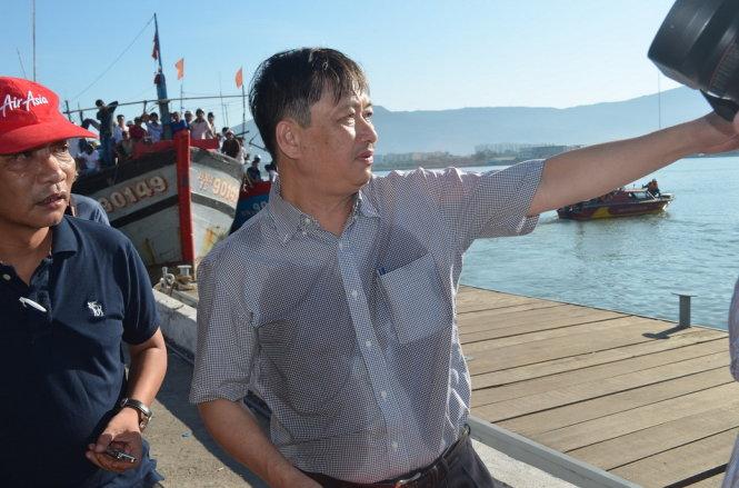 Ông Đặng Việt Dũng vừa trở về từ chuyến tìm kiếm đầu tiên ngày 5-6 - Ảnh: Tấn Lực