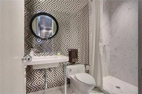 Nội thất nhà tắm không thua kém ngôi nhà hiện đại nào.