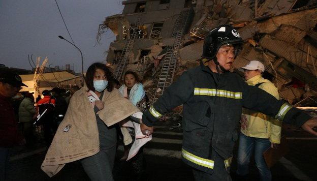 Hơn 1500 người tham gia công tác cứu hộ - Ảnh: AFP