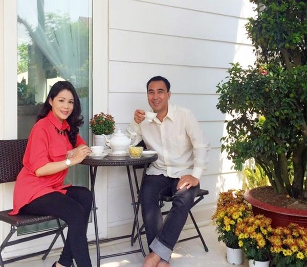 Đây là nơi hai vợ chồng anh ngồi uống trà, thư giãn, hít thở không khí trong lành.