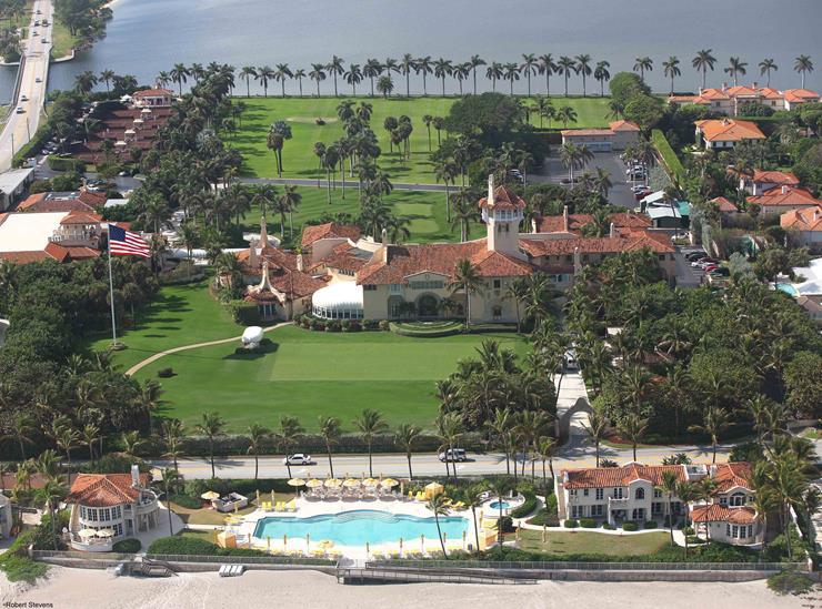 Đây là một trong nhiều tòa lâu đài khác của ông Trump tại biển Palm Florida. Ảnh: TTB