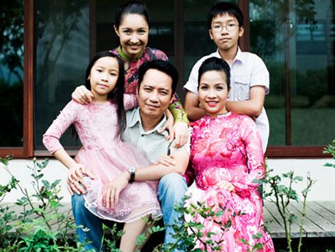 Gia đình hạnh phúc của cặp đôi Mỹ Linh – Anh Quân.