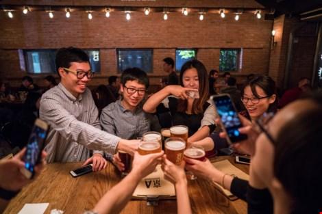 Một buổi tối cuối tuần tại nhà hàng Jing-A Brewing. (Ảnh: NEW YORK TIMES)