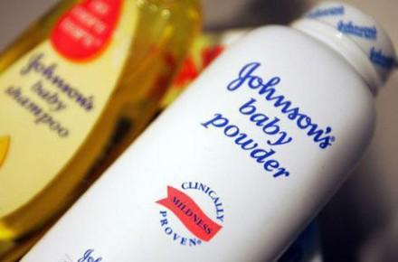 Phấn rôm của Johnson&Johnson của Công ty Mars được bày bán nhiều trên thị trường Việt Nam.