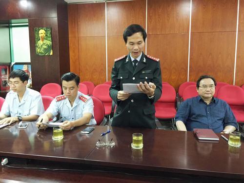 Ông Chu Hồng Uy, Phó Chánh Thanh tra Bộ Xây dựng đang công bố quyết định thanh tra dự án mở rộng Quốc lộ 51.