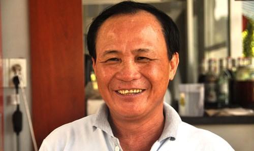 Ông Nguyễn Văn Tấn vui mừng khi nhận được quyết định đình chỉ bị can. Ảnh: Việt Văn.
