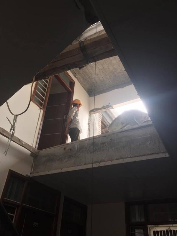 Công nhân đang thi công tầng 10