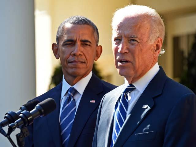 Tổng thống Mỹ Obama đứng bên cạnh phó tướng của mình Joe Biden khi ông tuyên bố không ra tranh cử trong cuộc bầu cử tổng thống Mỹ năm 2016 ngày 21.10.2015.