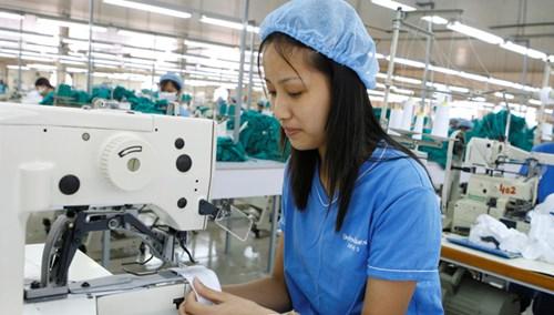 Ngành dệt may có nhiều cơ hội khi Việt Nam gia nhập TPP. Ảnh: Hồng Vĩnh.