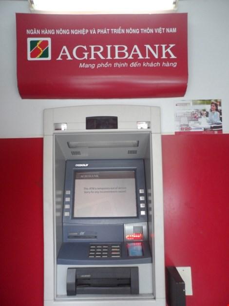 Nỗi lo cây ATM đến hẹn lại bảo trì. Ảnh: NGUYỄN TRÀ