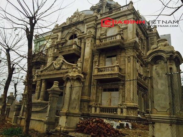 Ngôi biệt thự này từng được coi là biểu tượng của thành phố Lào Cai khi nằm ngay vị trí trung tâm của con đường lớn nhất Lào Cai