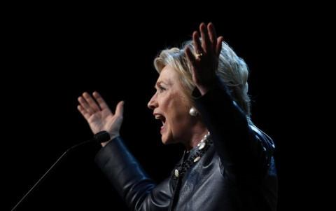 Ứng viên hàng đầu của Đảng Dân Chủ Hillary Clinton chỉ trích dữ dội quan điểm về nạo phá thai của ông Trump. Ảnh AFP