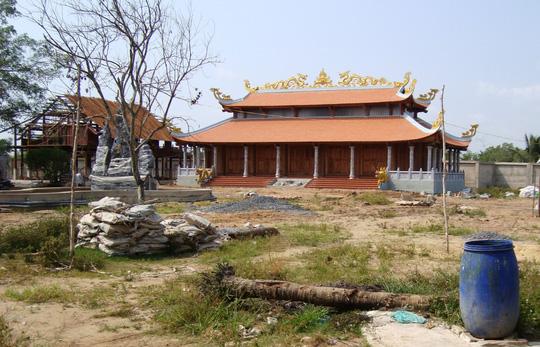 Bên trong khuôn viên nhà thờ tổ nghiệp của nghệ sĩ Hoài Linh