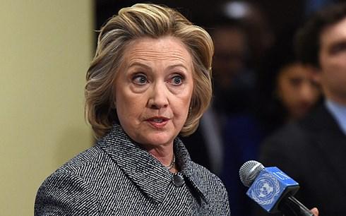 Bà Hillary Clinton vẫn đang phải hứng chịu nhiều chỉ trích xoay xung quanh vụ việc sử dụng hòm thư điện tử cá nhân để giải quyết việc công. (ảnh: EPA).