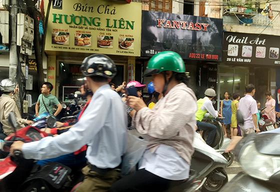 Nhà hàng Hương Liên luôn trong tình trạng đông khách kể từ khi ông Obama đặt chân tới đây. Ảnh: Thành Lương